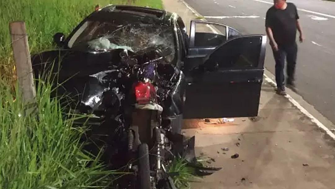 Sem habilitação, motorista de BMW fura sinal e mata motociclista no trânsito