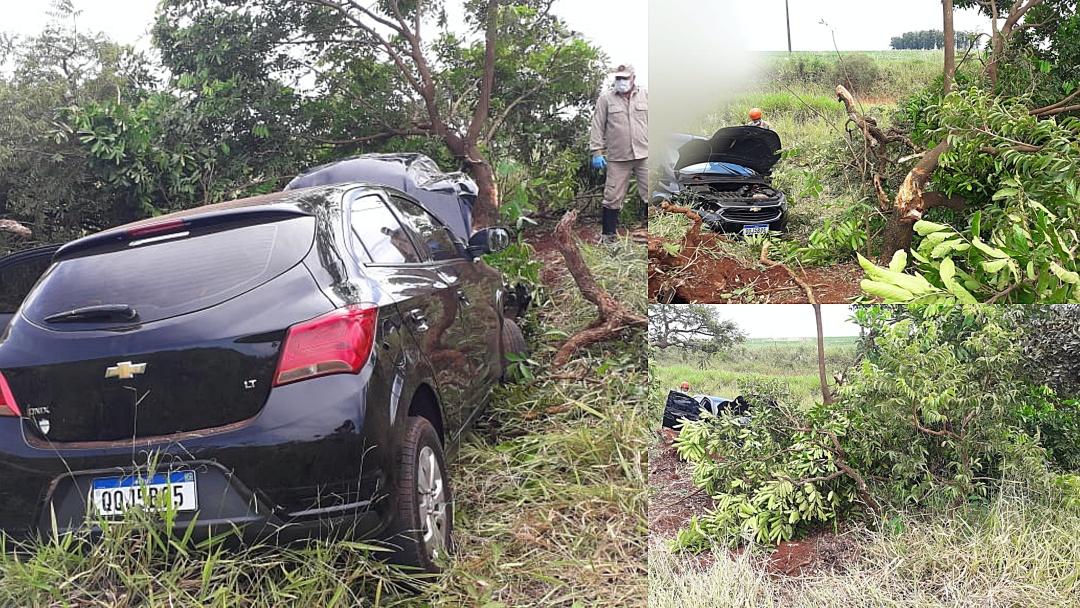 Motorista fica ferido após bater carro contra árvore na BR-060