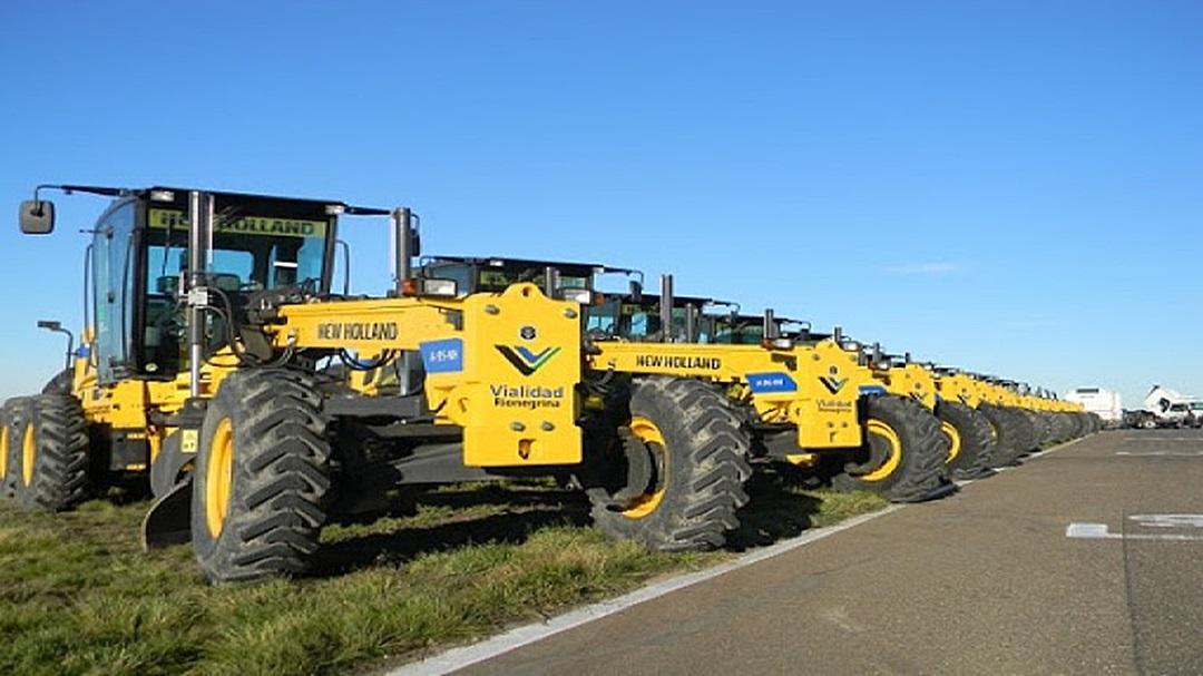 Governo de MS entrega 28 motoniveladoras e 127 viaturas nesta segunda