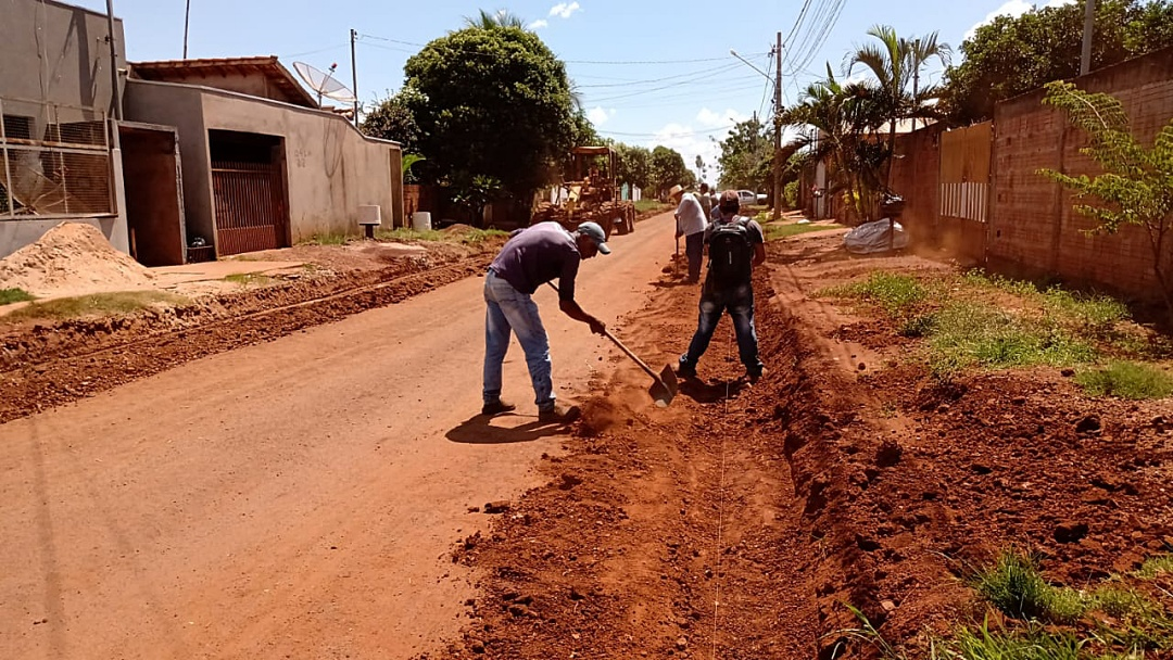 Ruas asfaltadas do Sidrolar começam a receber meio-fio