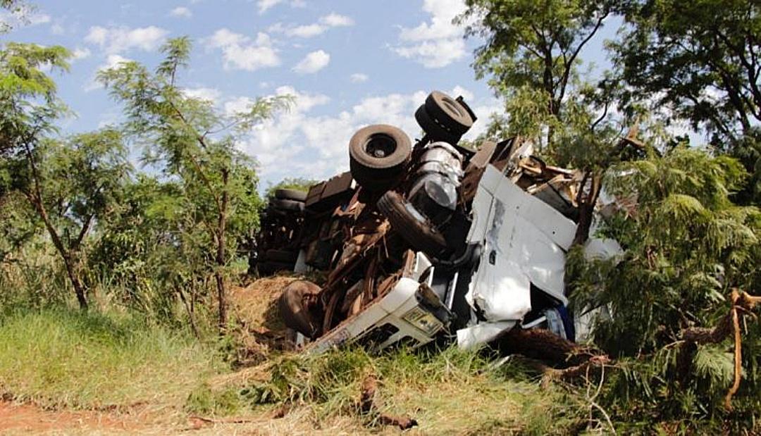 Identificado caminhoneiro que morreu preso nas ferragens em acidente na BR-267