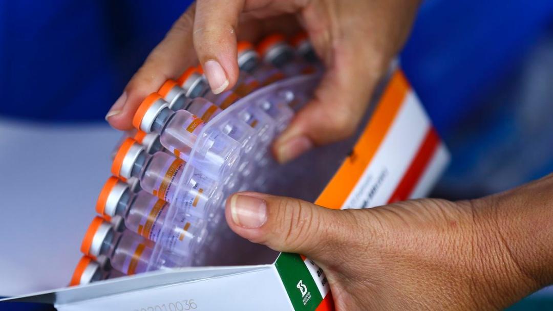Começa distribuição de 3,2 milhões de doses da vacina contra covid-19