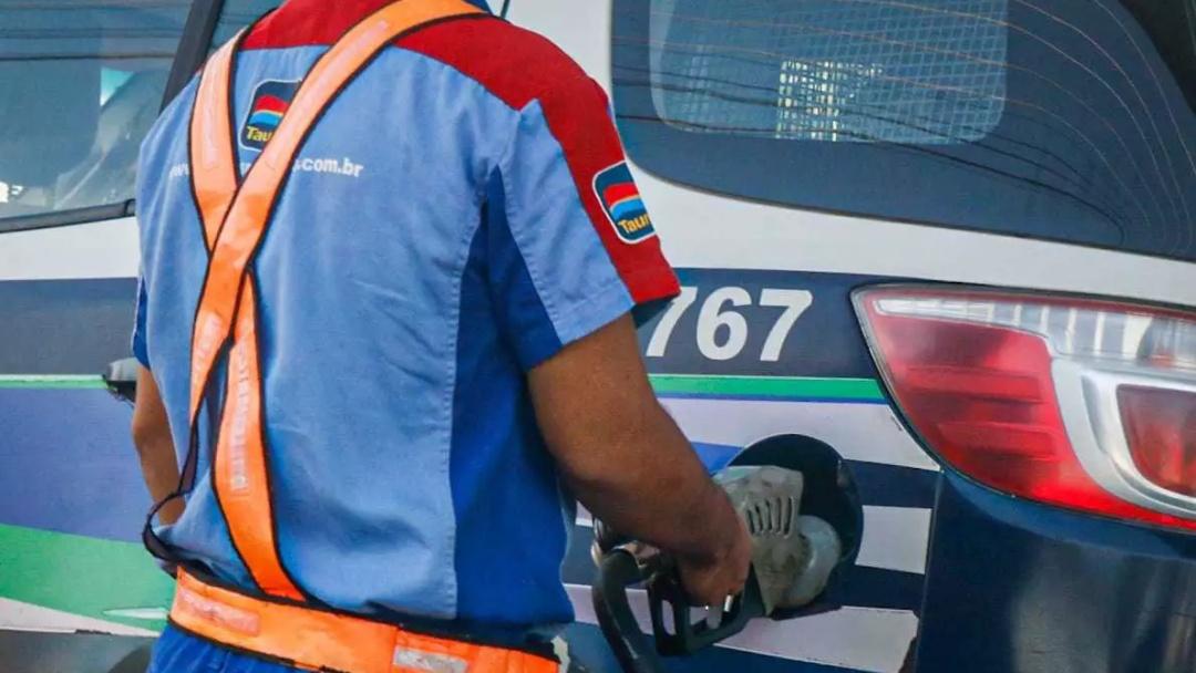 Governo congela pauta da gasolina e prevê preço 15 centavos menor