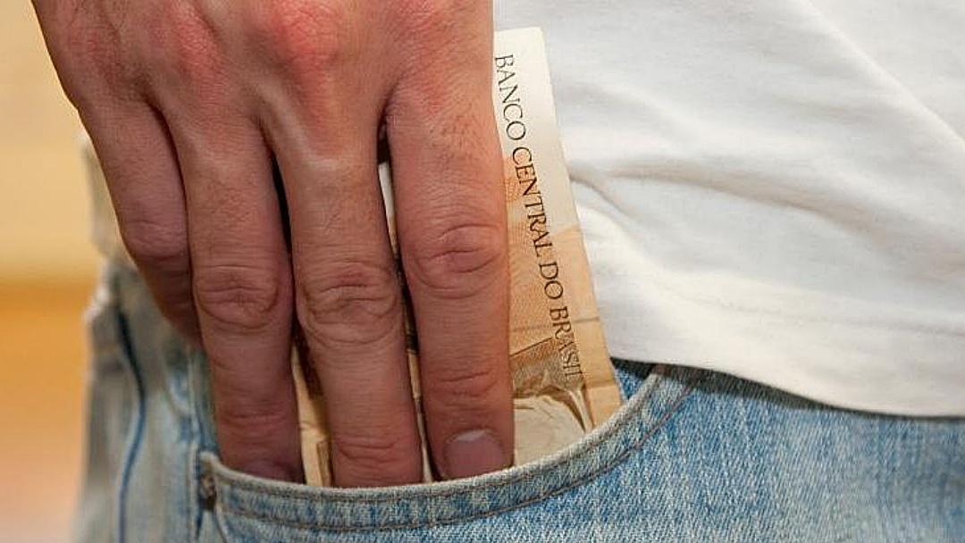 Governo paga R$ 392 milhões em salários na segunda-feira