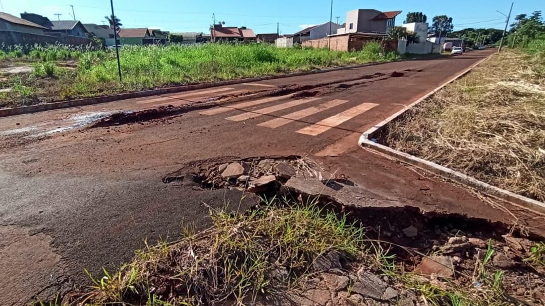 Prefeitura vai investir R$ 188 mil para drenagem e recuperar trecho de 150 metros onde asfalto afundou