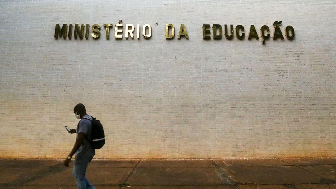 Faculdades têm até dezembro para adotar diploma digital