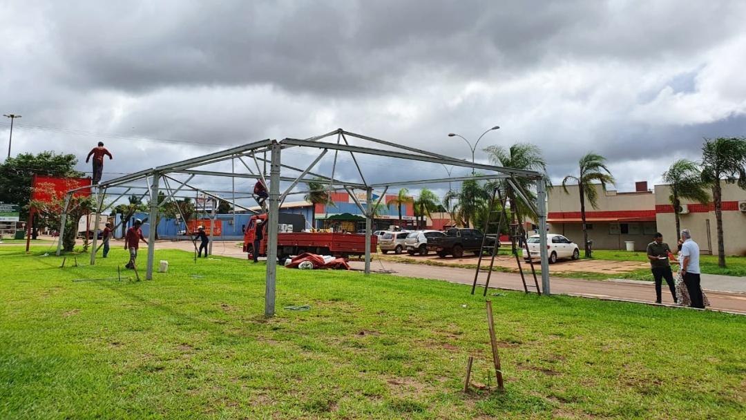 Começa montagem de tenda onde a partir de sábado vai funcionar drive thru para teste do Covid-19