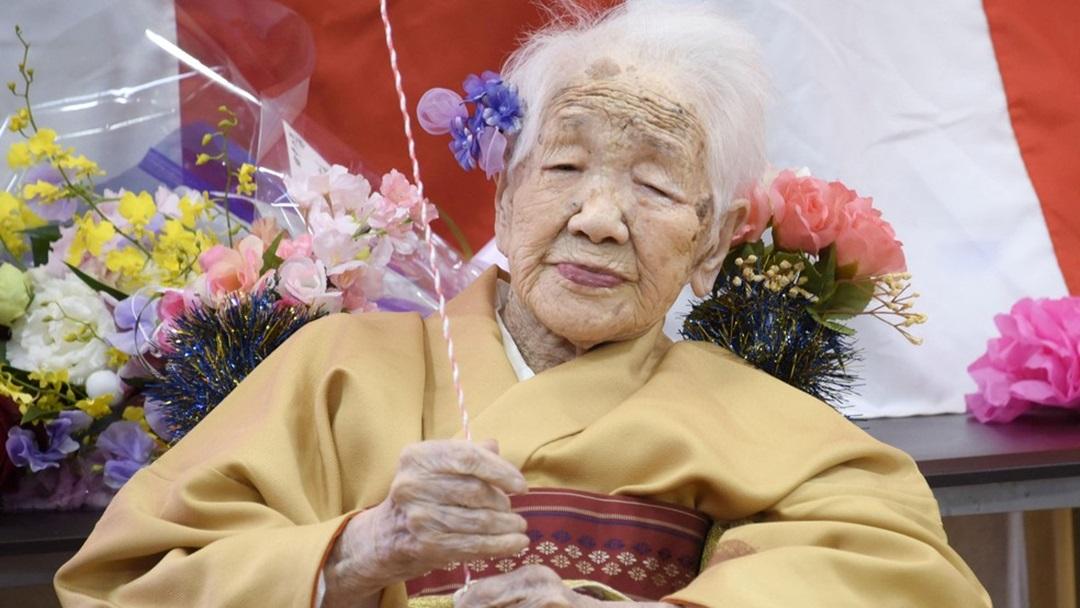 Após 2 cânceres, 2 pandemias e 2 guerras mundiais, idosa carregará tocha olímpica