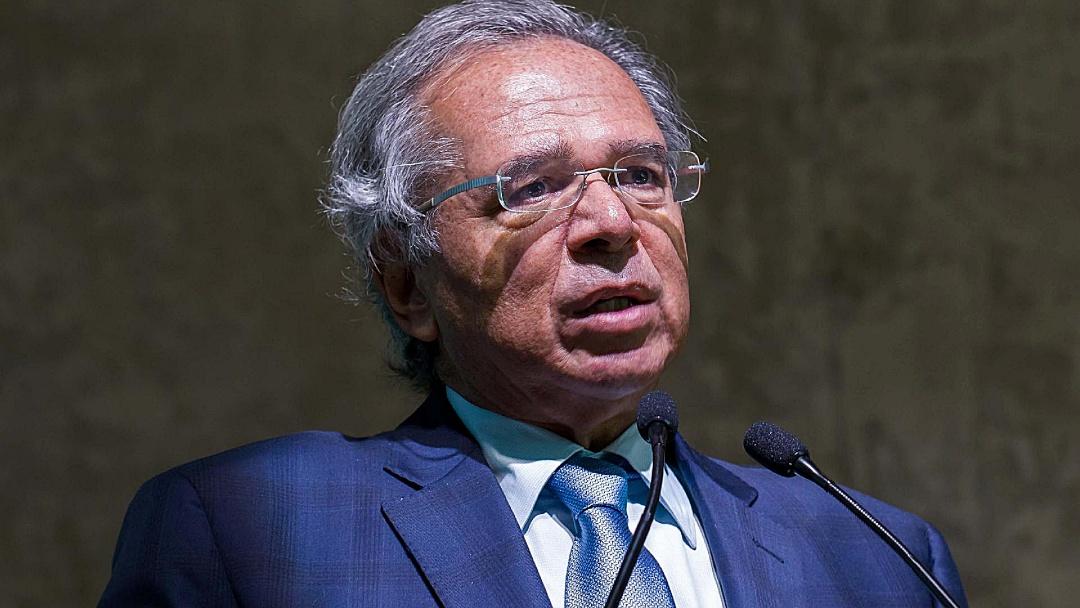Guedes anuncia antecipação de 13º de beneficiários