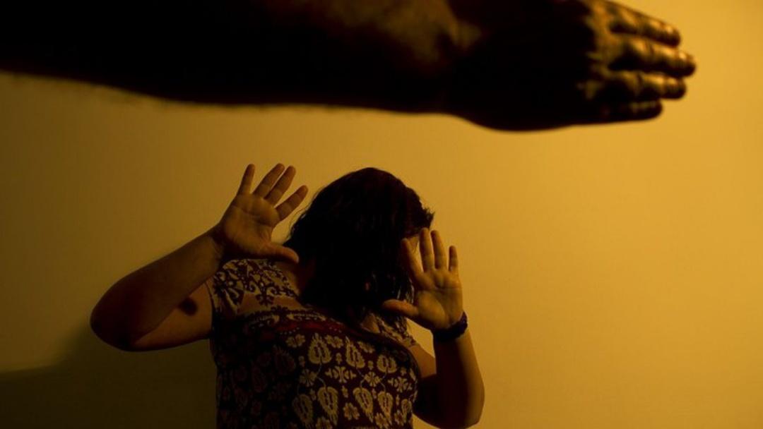 Denúncias de violência contra a mulher somam 105,6 mil