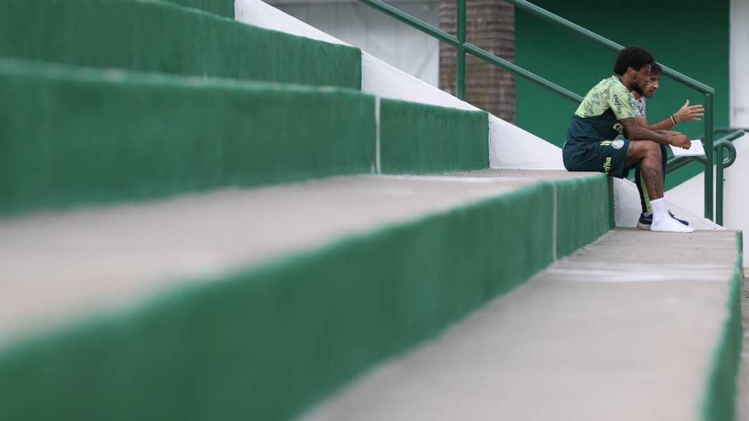 Palmeiras multa Luiz Adriano por sair de casa após testar positivo para Covid