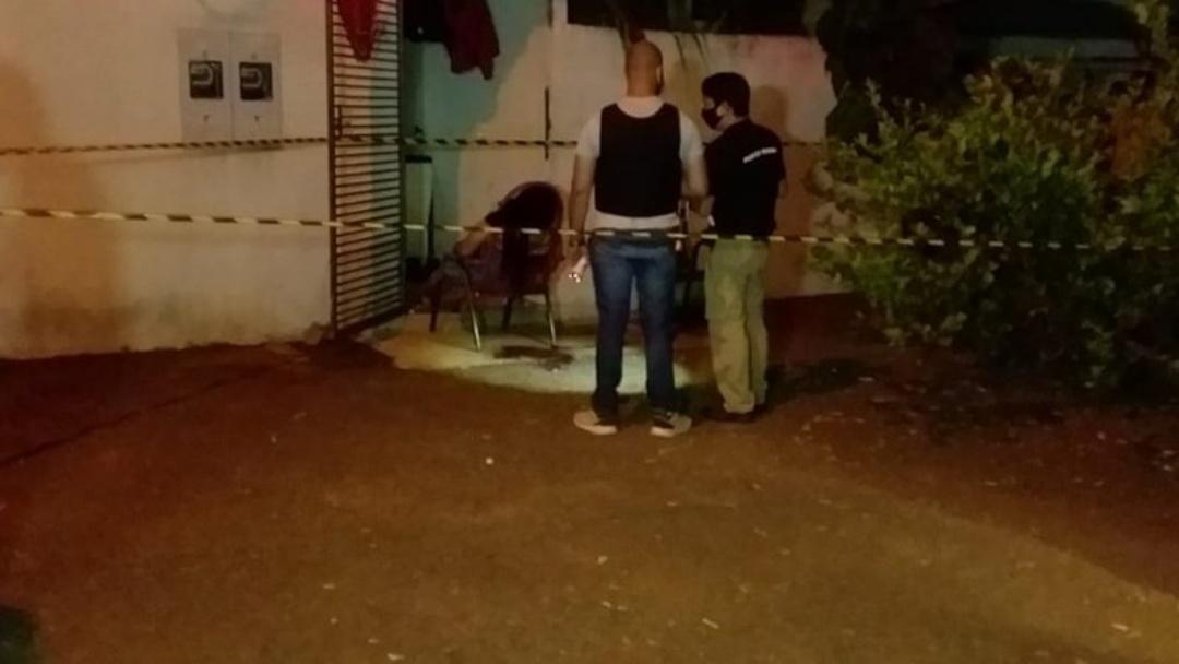 Assassinada com tiros nas costas em frente a quitinete tinha várias passagens pela polícia