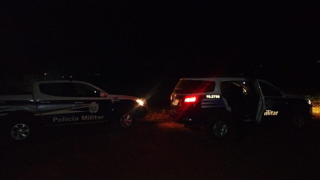 Suspeitos reagem a abordagem, tentam resgatar agressor de policiais que foi contido por bala de borracha