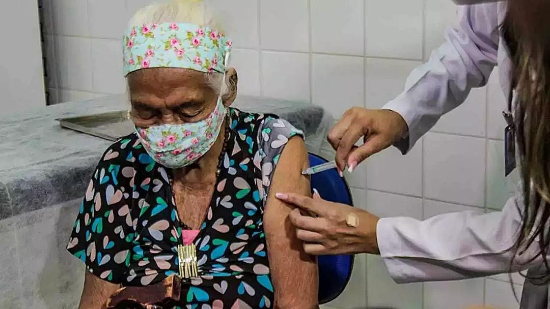 Priorizados em vacinação, mortes de indígenas por covid reduzem 300% em MS