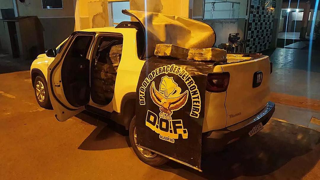 Fiat Toro parada ao lado de canavial carregava 1.380 quilos de maconha