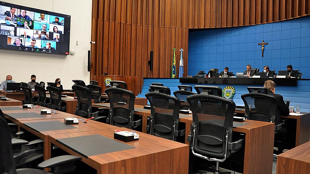 Deputados votam reestruturação do governo e criação de secretarias