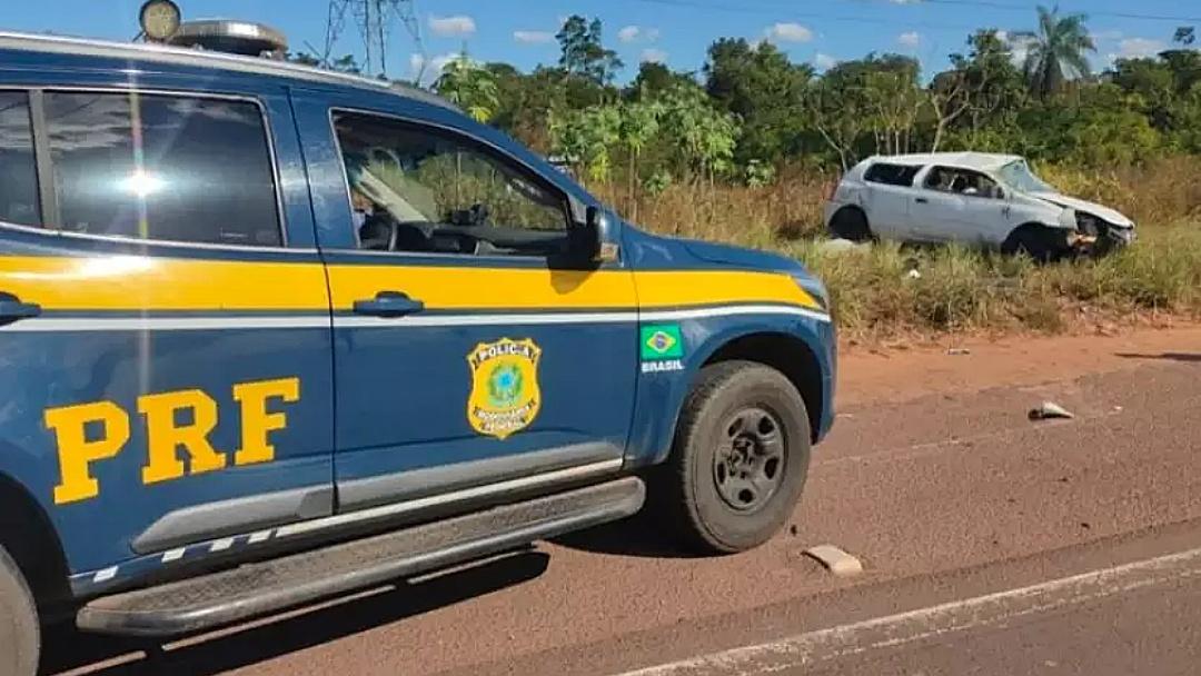 Ao receber ordem de parada, condutor foge e capota veículo roubado na BR-262