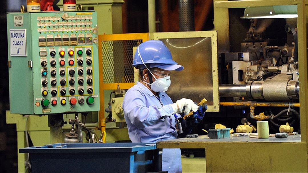 Indústria mantém crescimento e responde por 24,9% dos empregos formais em MS
