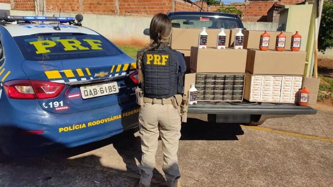 Dupla é pega com 400 medicamentos estrangeiros em caminhonete