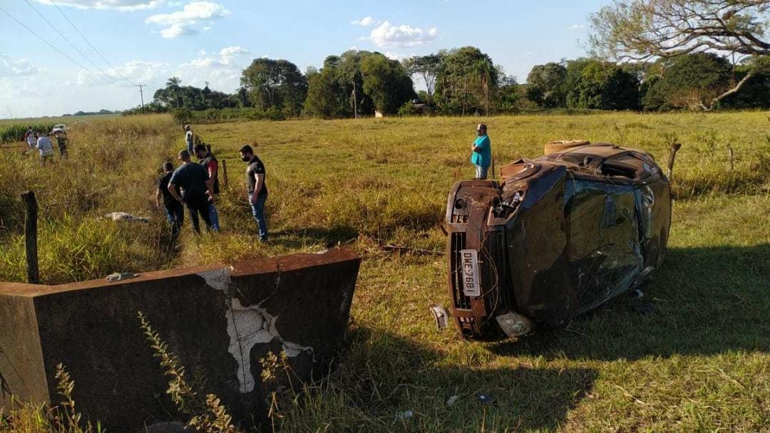 Homem de 63 anos morre depois de capotar Fiesta em estrada vicinal