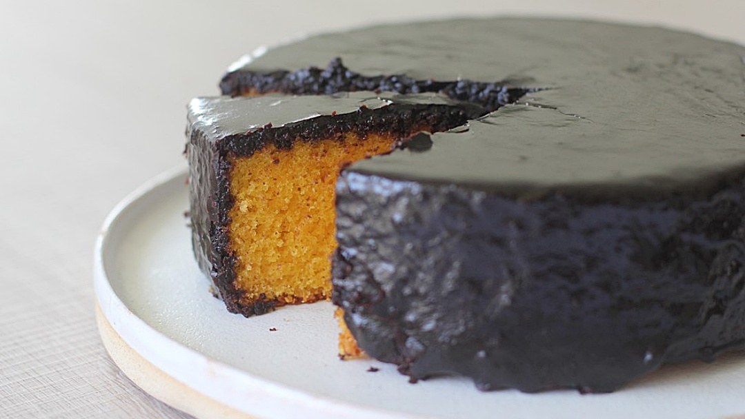 Como fazer calda crocante de chocolate para bolo de cenoura