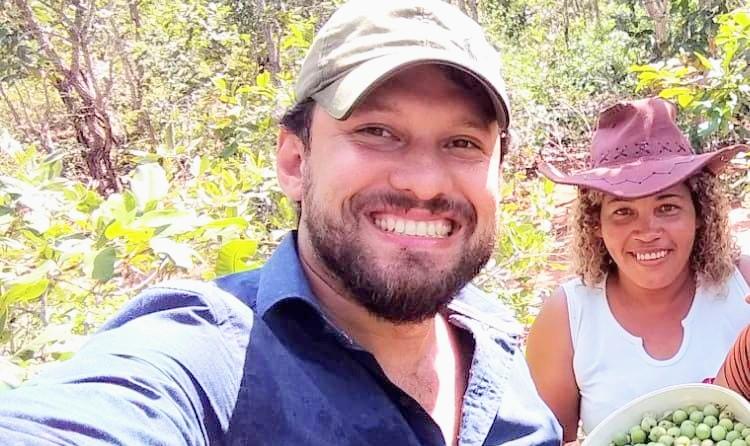 Professor de 36 anos morre de Covid após 10 dias da morte do pai; mãe segue na UTI