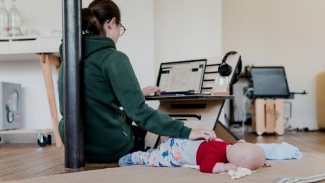 92% das mães em home office são responsáveis por filhos, diz pesquisa
