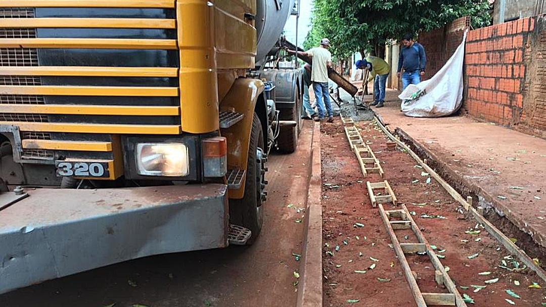 Ruas recém-pavimentadas no Pindorama ganham calçadas