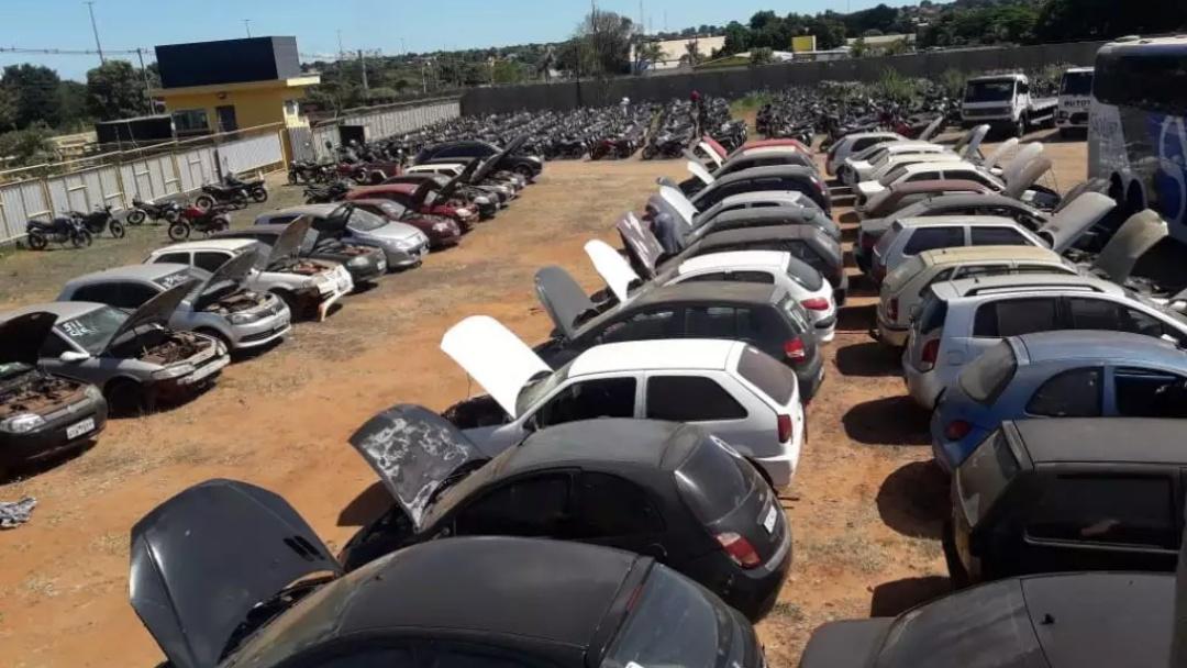 Detran realiza leilão de carros e motos com lances a partir de R$ 552