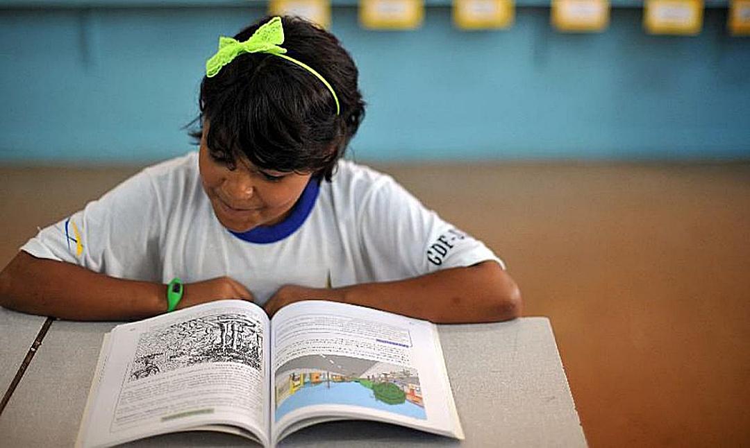 FNDE repassa recursos a escolas para compra de livros didáticos