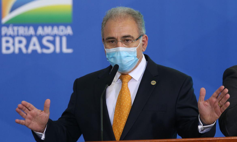 Vacina é esperança para pôr fim à pandemia, diz Queiroga