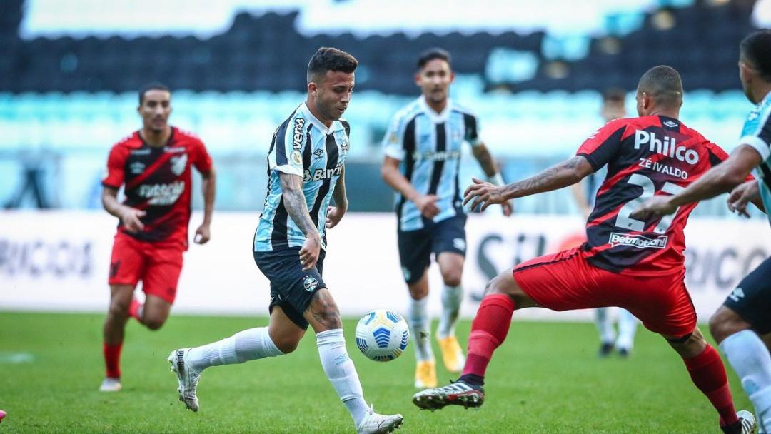 Athletico Paranaense ganha do Grêmio em Porto Alegre