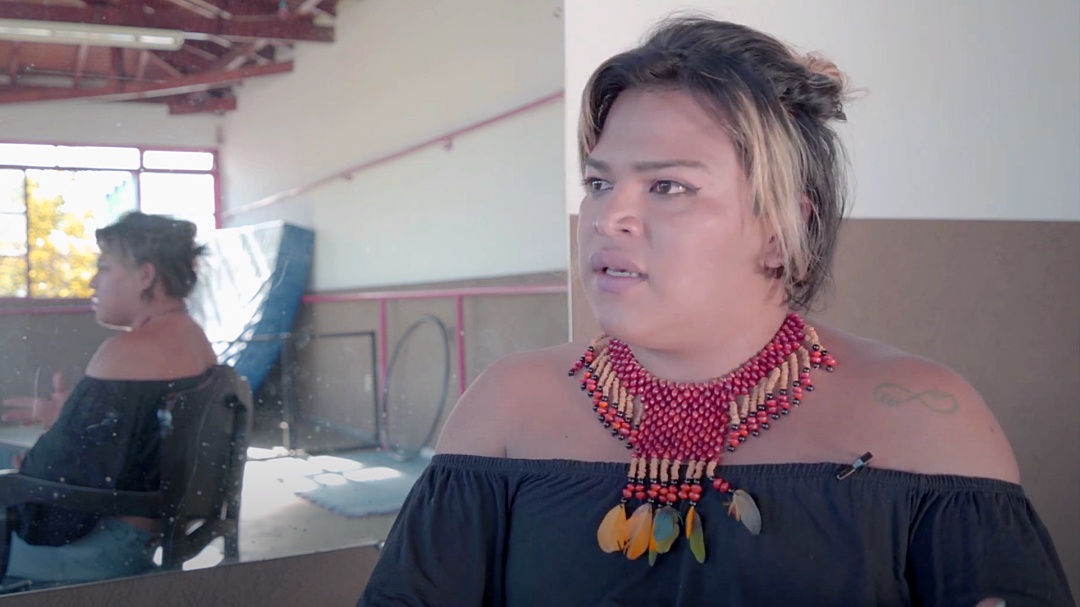 Transexual residente na Aldeia Tereré é personagem de documentário sobre indígenas LGBT