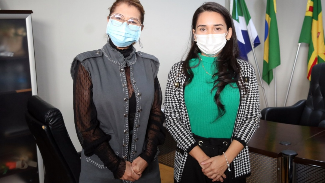Médicos aprovados em concurso são empossados pela Prefeitura