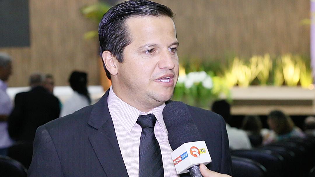Carlos Henrique diz que se curva à vontade popular e vai ser parceiro da prefeita