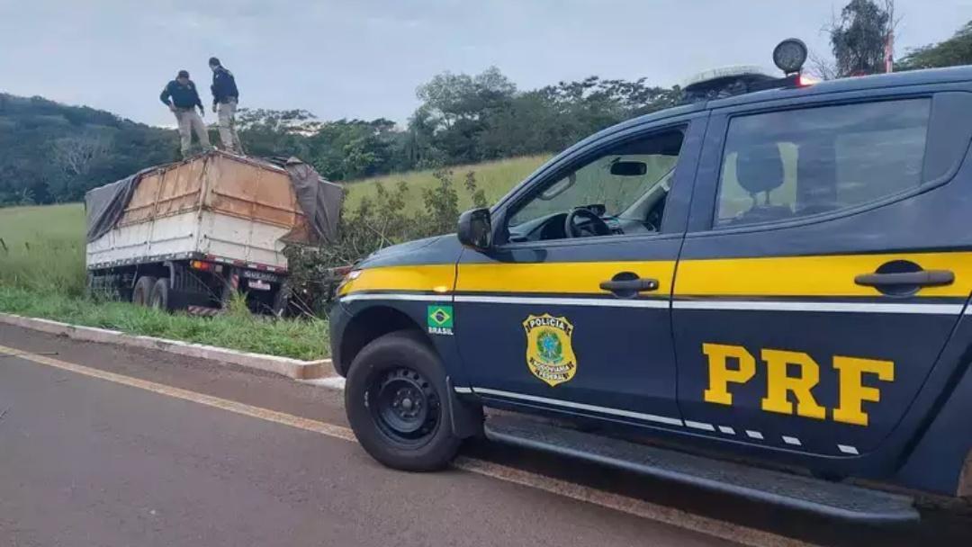 Contrabandista pula de caminhão em movimento para fugir da PRF