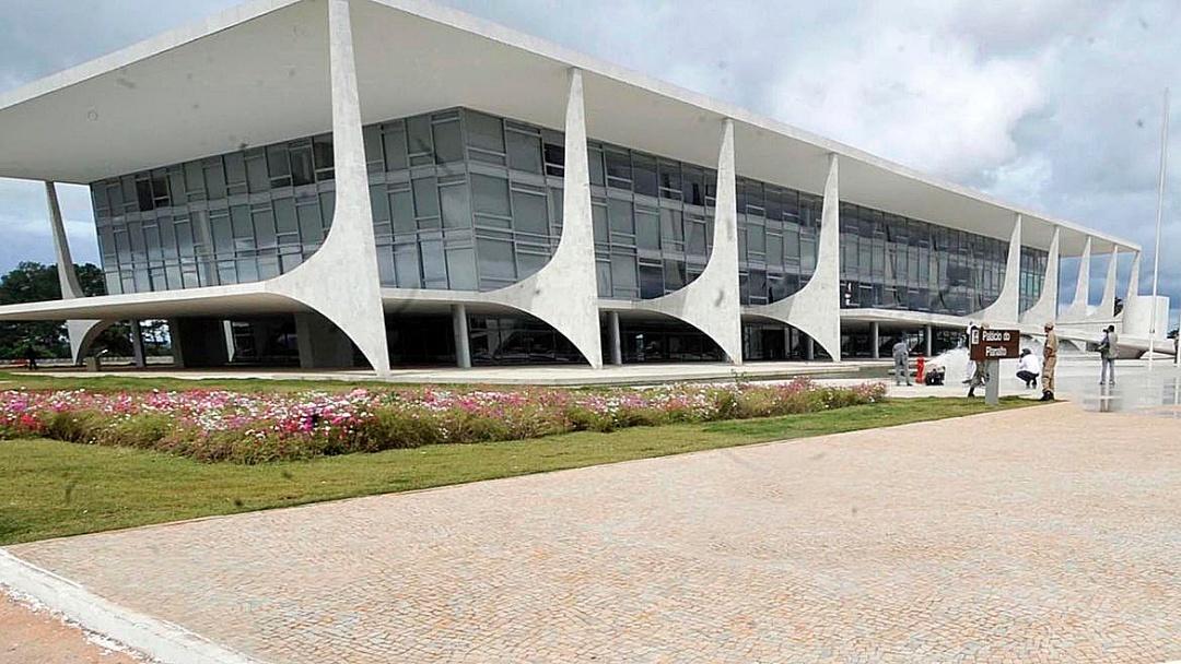Bolsonaro sanciona lei com mudanças nos critérios de pagamento do BPC