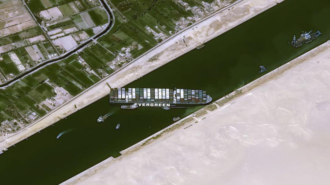 Partes chegam a acordo para liberar navio que bloqueou Canal de Suez