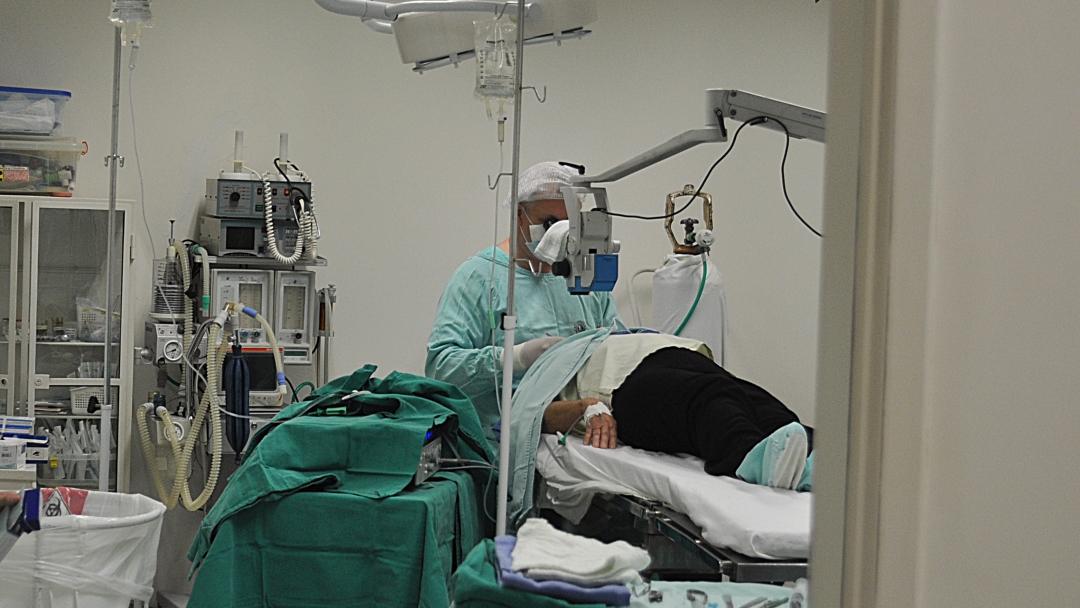Saúde marca para dia 6 cirurgias de cataratas e prepara volta das eletivas