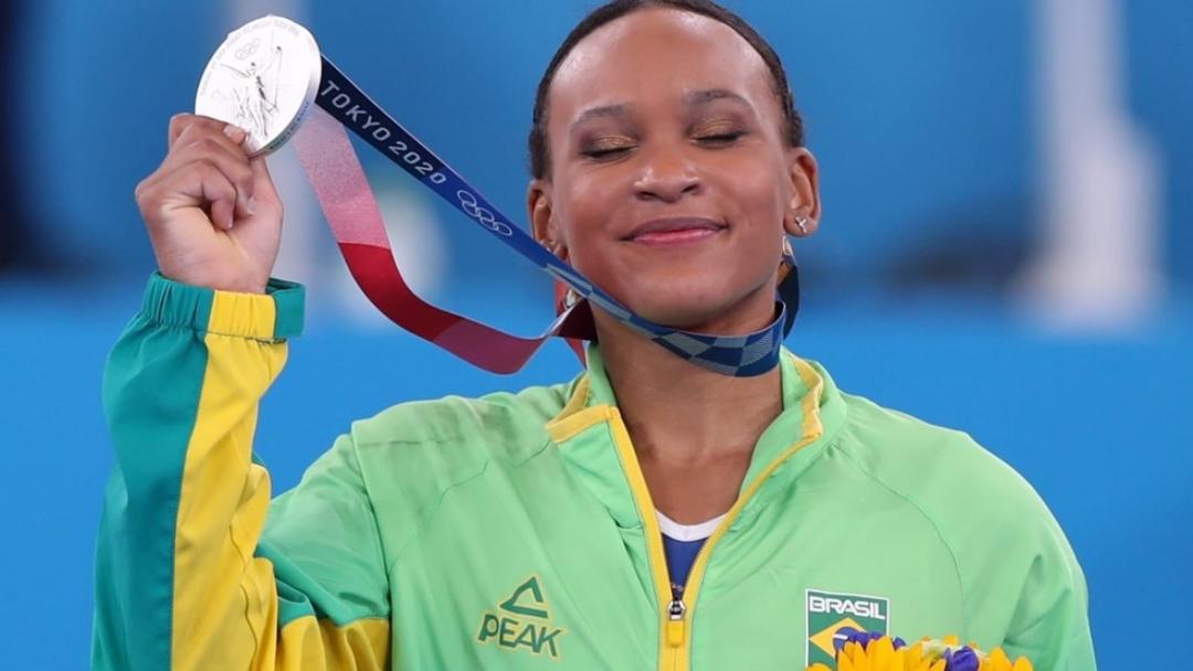 Rebeca Andrade conquista inédita prata para o Brasil na ginástica