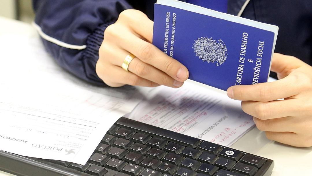 Brasil abre 1,5 mi de vagas com carteira no 1º semestre
