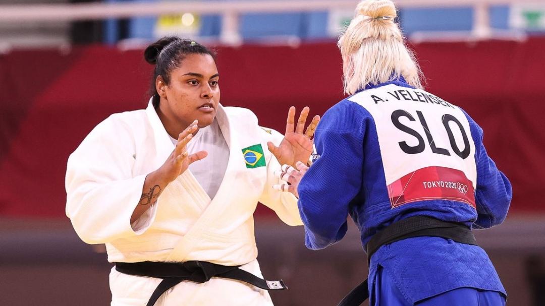 Judoca Maria Suelen vai passar por cirurgia no joelho no Brasil