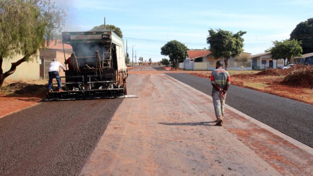 Empreiteira termina nesta semana asfalto na Vila Carinhosa e obra será retomada na Hugo Yule