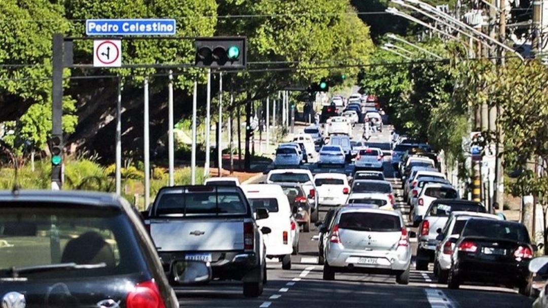 Agosto é o mês para licenciamento de veículos placas 7 e 8
