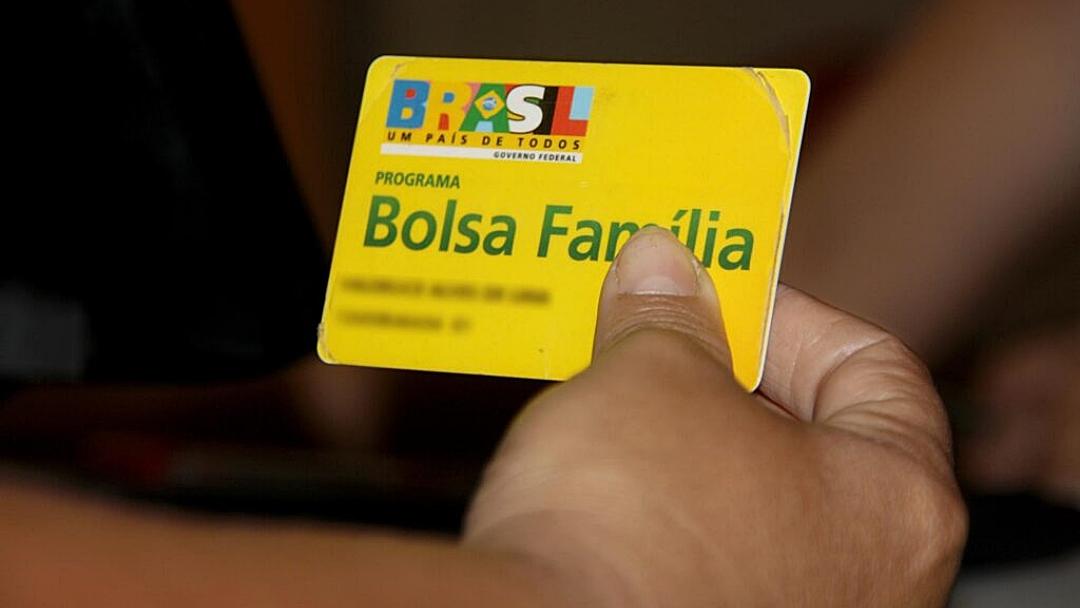 Governo prevê aumentar o Bolsa Família para R$ 300 em novembro e dezembro