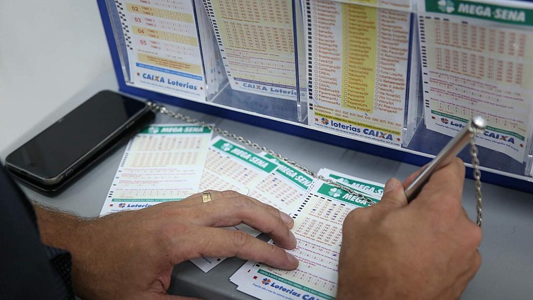 Sorteio da Mega-Sena pode pagar R$ 23,5 milhões