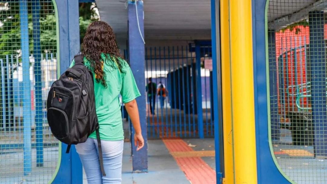 Escolas da rede estadual voltam 100% ao presencial em outubro