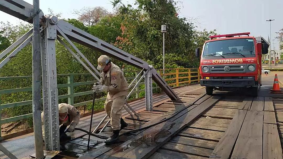 Fogo atinge estrutura de ponte e fecha acesso entre cidades pantaneiras