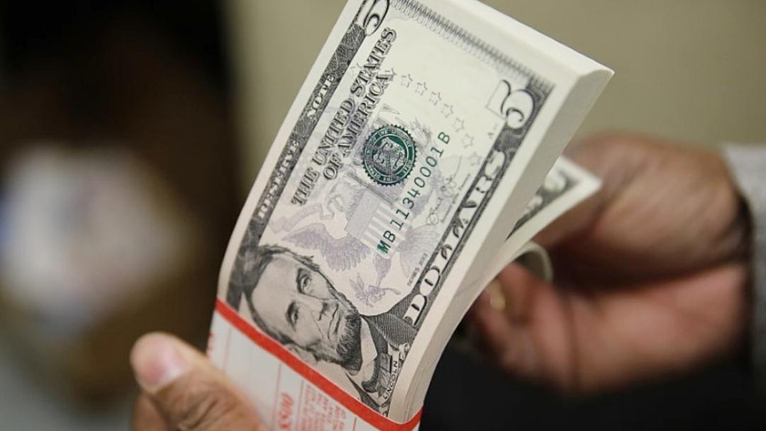 Dólar opera em queda após ganho na semana anterior
